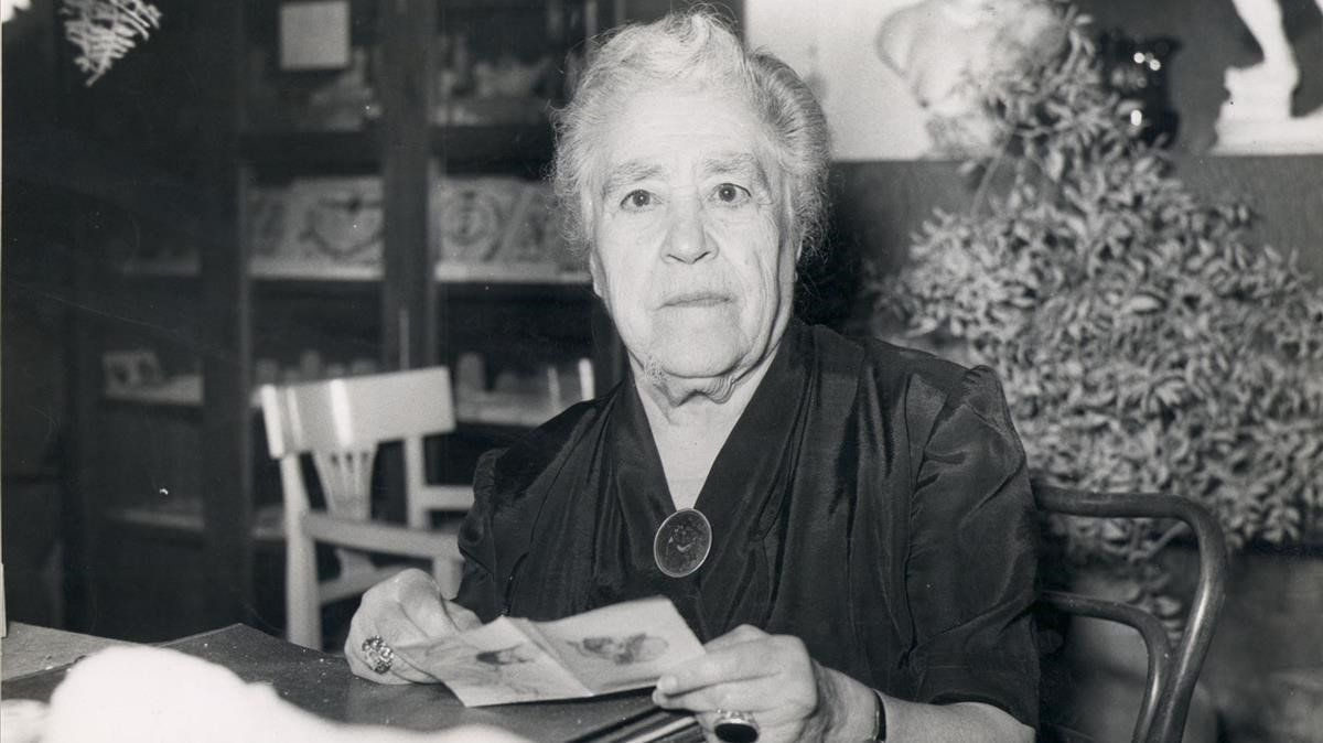 La escritora Víctor Català.