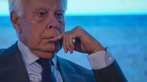Felipe González sufre con un Gobierno que parece el camarote de hermanos Marx.