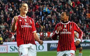El delantero sueco Zlatan Ibrahimovic, izquierda, es felicitado por su compañero brasileño Robinho, durante un partido de laLiga italiana.