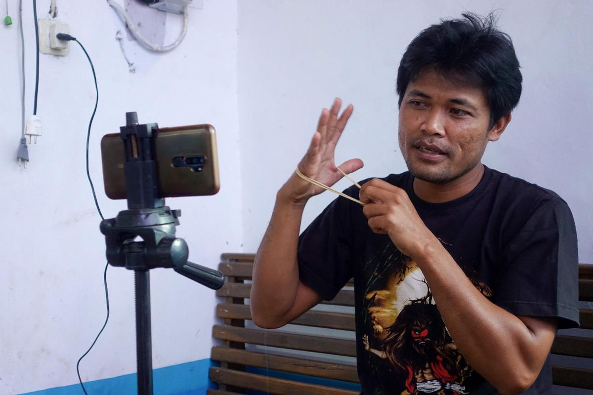 """El mecánico 'influencer' de Indonesia que transformó a su comunidad en un """"pueblo de youtubers"""""""