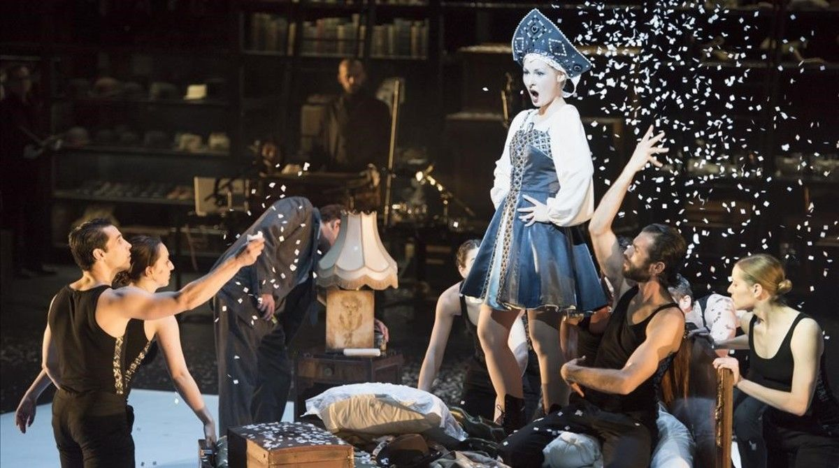 Michaela Kusteková(Asja Lacis),en la ópera 'Benjamin,dernière nuit',de Michel Tabachnik, estrenada en la Ópera de Lyon.