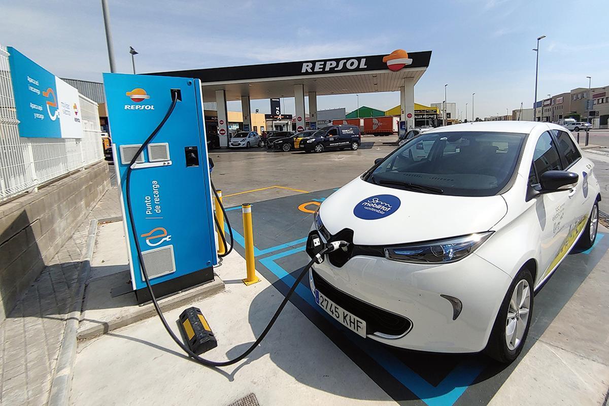 Sant Boi pone en funcionamiento el primer punto de recarga rápida para vehículos eléctricos