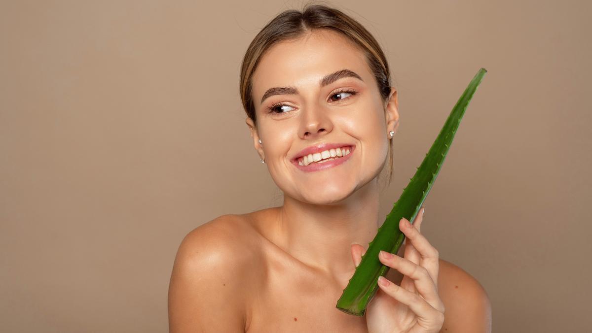 El aloe vera es una planta milenaria con múltiples beneficios en el mundo de la cosmética, para la piel y el cabello.