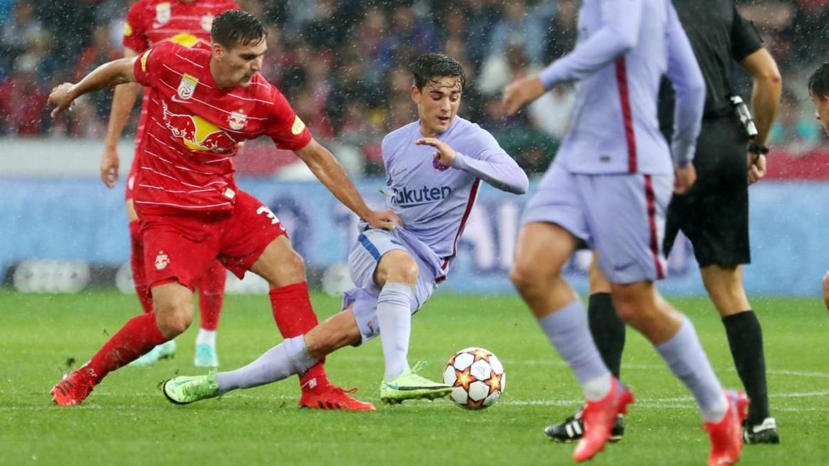 Pablo Páez, Gavi, durante el amistoso frente al Salzburgo.