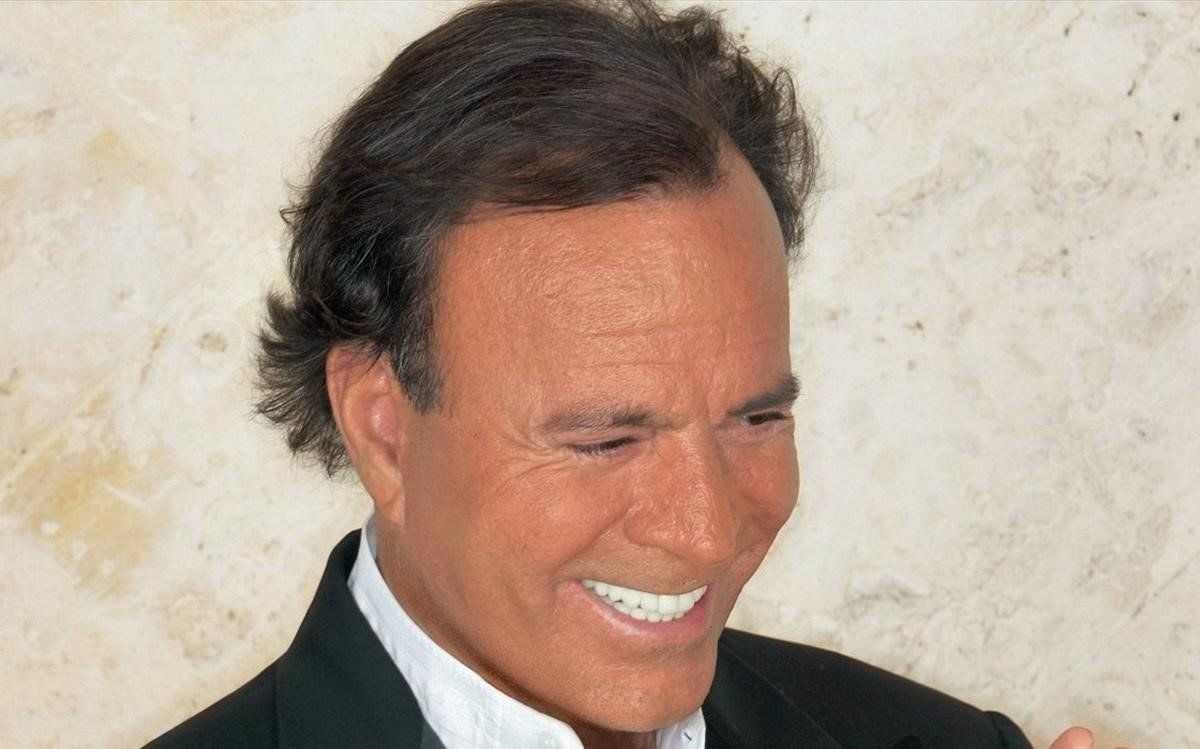 Julio Iglesias.