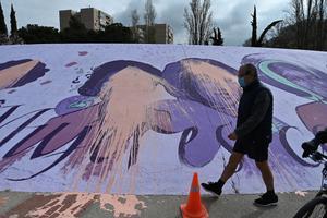 El mural feminista de Alcalá de Henares amanece vandalizado.