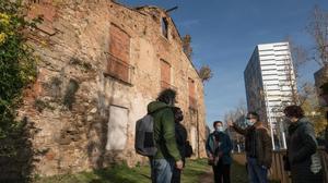 Los vecinos de Porta piden una actuación urgente en la masia de Can Valent.