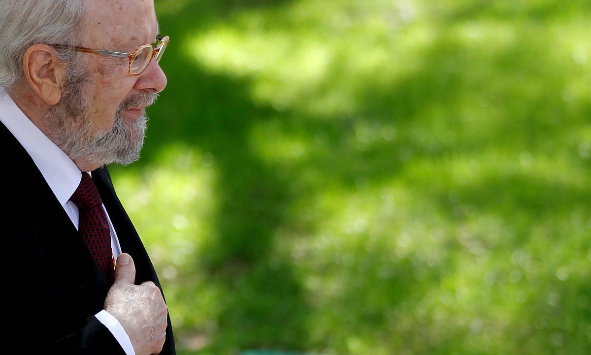 Caballero Bonald, en 2013, en la ceremonia de entrega del Premio Cervantes.