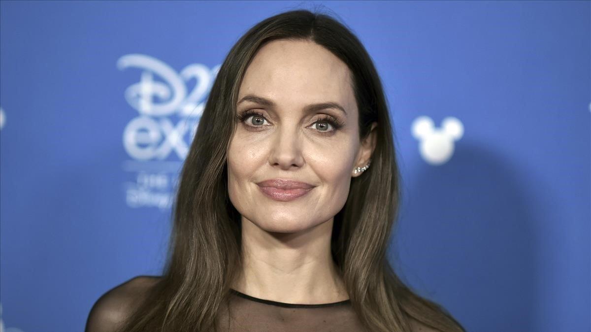 Angelina Jolie parla del divorci de Brad Pitt: «Em sentia insignificant»