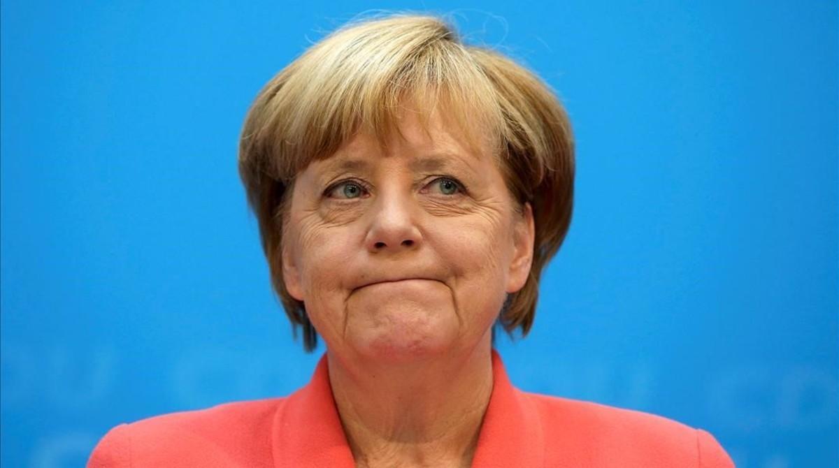 La cancillera Angela Merkel, ante los medios.