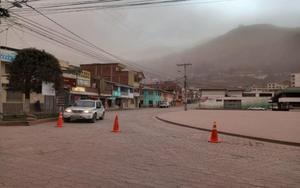 Lluvia de cinza del volcán Sangayen Ecuador.
