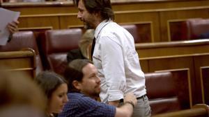 Pablo Iglesias y Rafael Mayoral, en el Congreso.