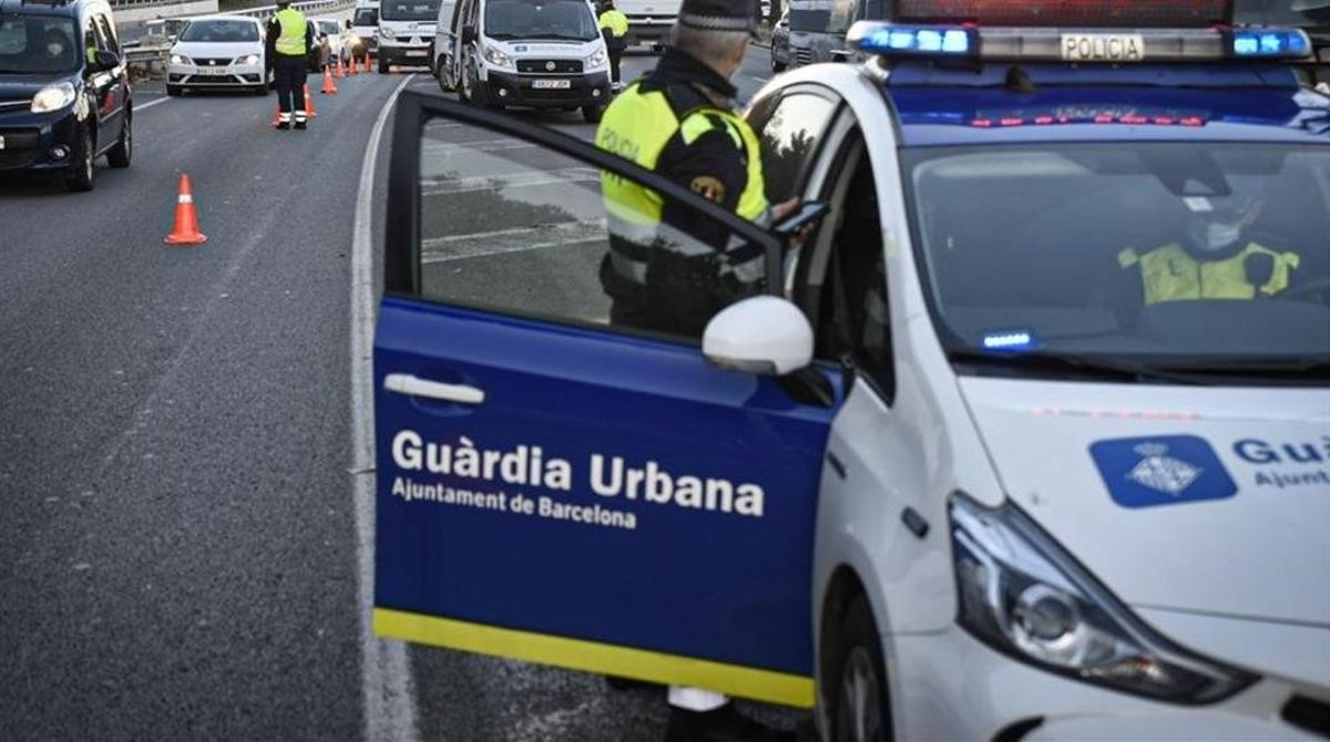 Barcelona 4 12 2020 Control de la Guardia Urbana en el cinturon litoral  Foto de Manu Mitru