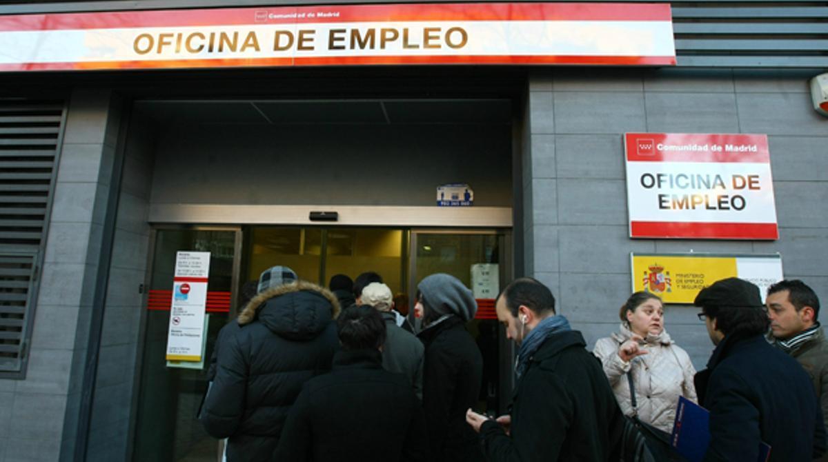 El paro aumenta hasta las 5.965.400 personas desempleadas.