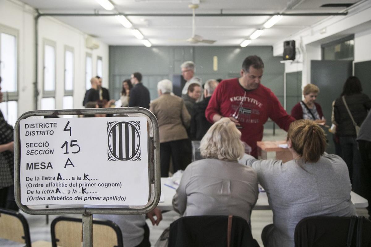 Mesa electoral en Rubí