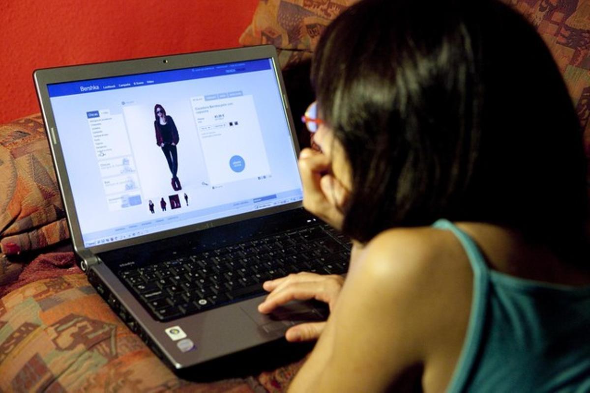 Un acceso a una página web de venta de artículos de moda.