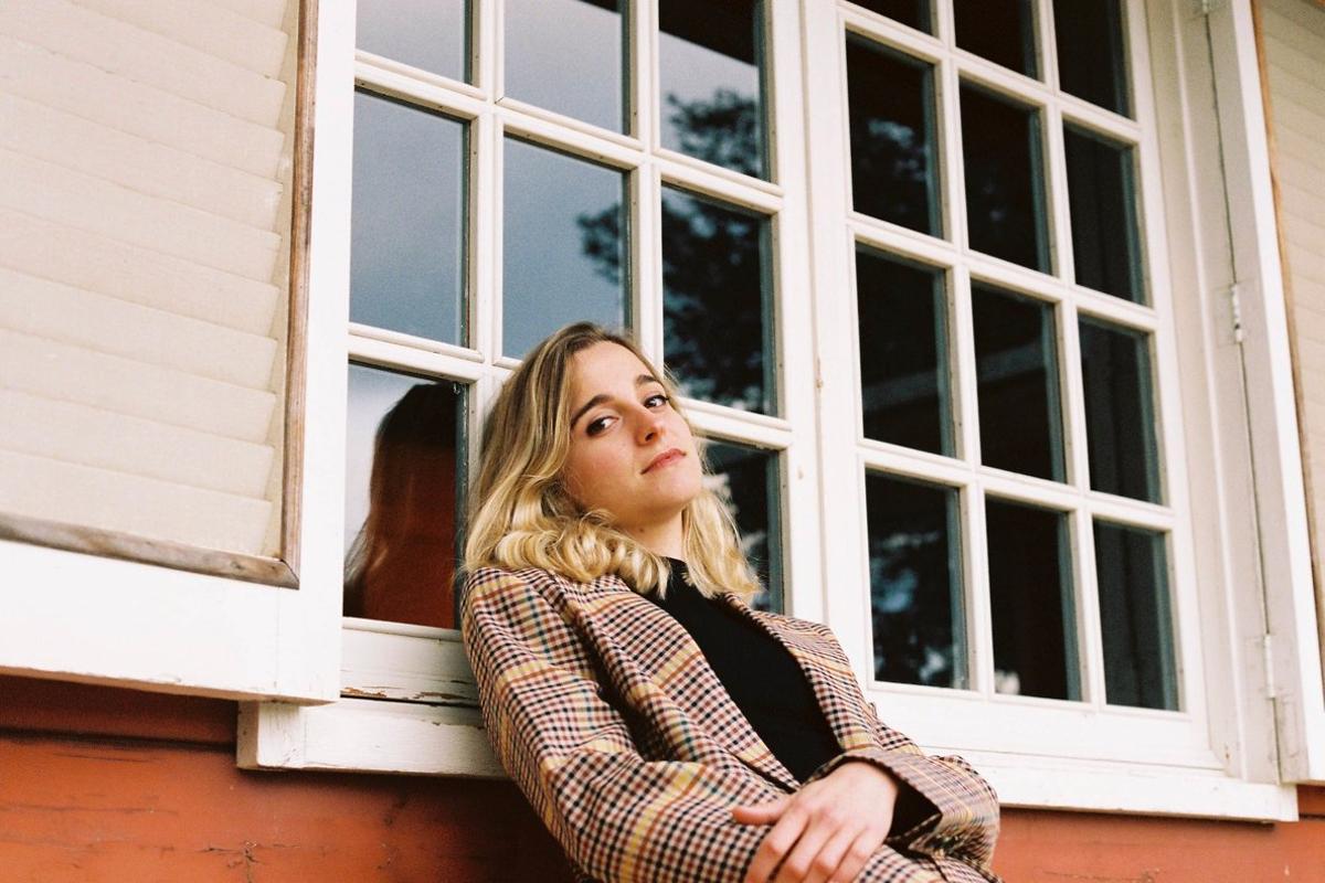 Núria Moliner, voz, guitarra, bajo yteclados de Intana.
