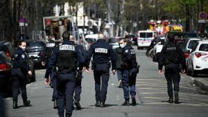 Un mort i un ferit en un tiroteig davant un hospital de París
