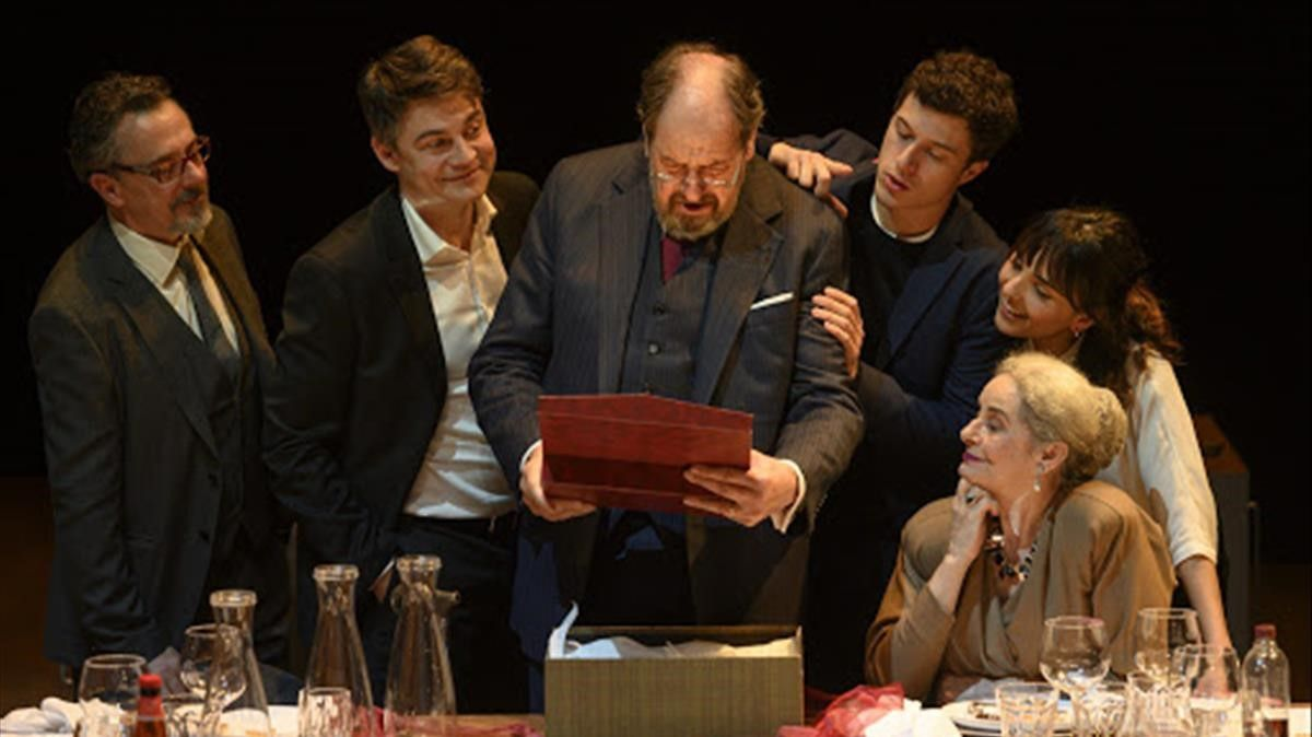 Josep Maria Pou (centro) y Vicky Peña, en un momento de 'Justícia'.