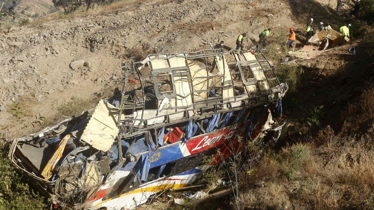 Un autobús se despeña en Bolivia y deja al menos 23 muertos y 13 heridos