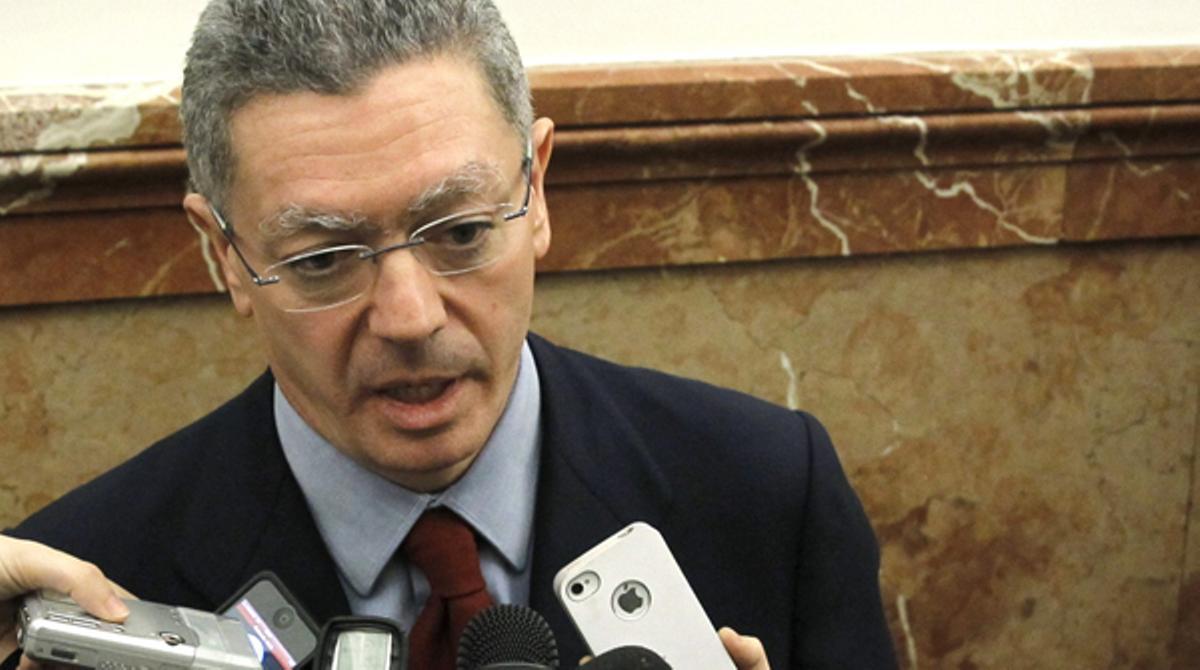 El ministro de Justicia recuerda que la competencia de los indultos es del Poder Ejecutivo y no del Judicial.
