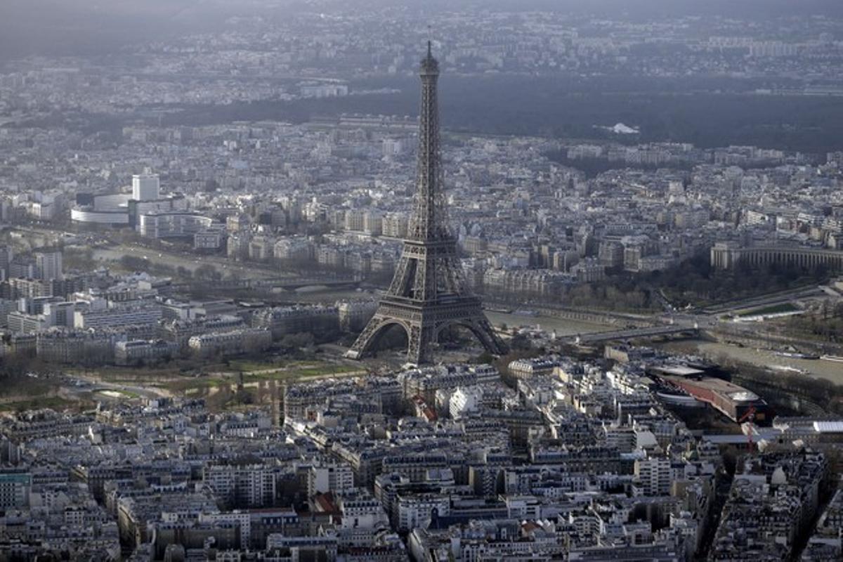 Foto aérea de la Torre Eiffel de París.