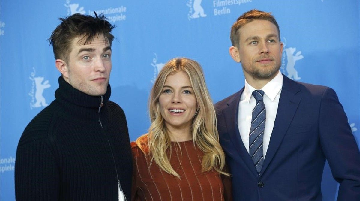 Robert Pattinson, Sienna Miller y Charlie Hunnam, en la presentación de 'The lost city of Z' en Berlín.