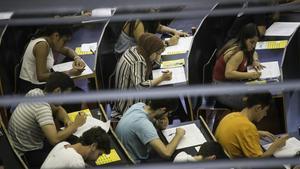 Estudiantes de selectividad en la Universitat Pompeu Fabra (UPF) el pasado junio.