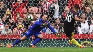 Kun Agüero marca el 0-1 del Manchester City con un lanzamiento de penalti.