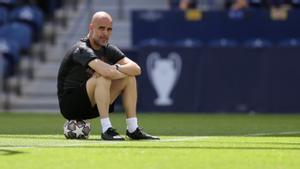 Guardiola, durante el entrenamiento del City en Oporto previo a la final contra el Chelsea.