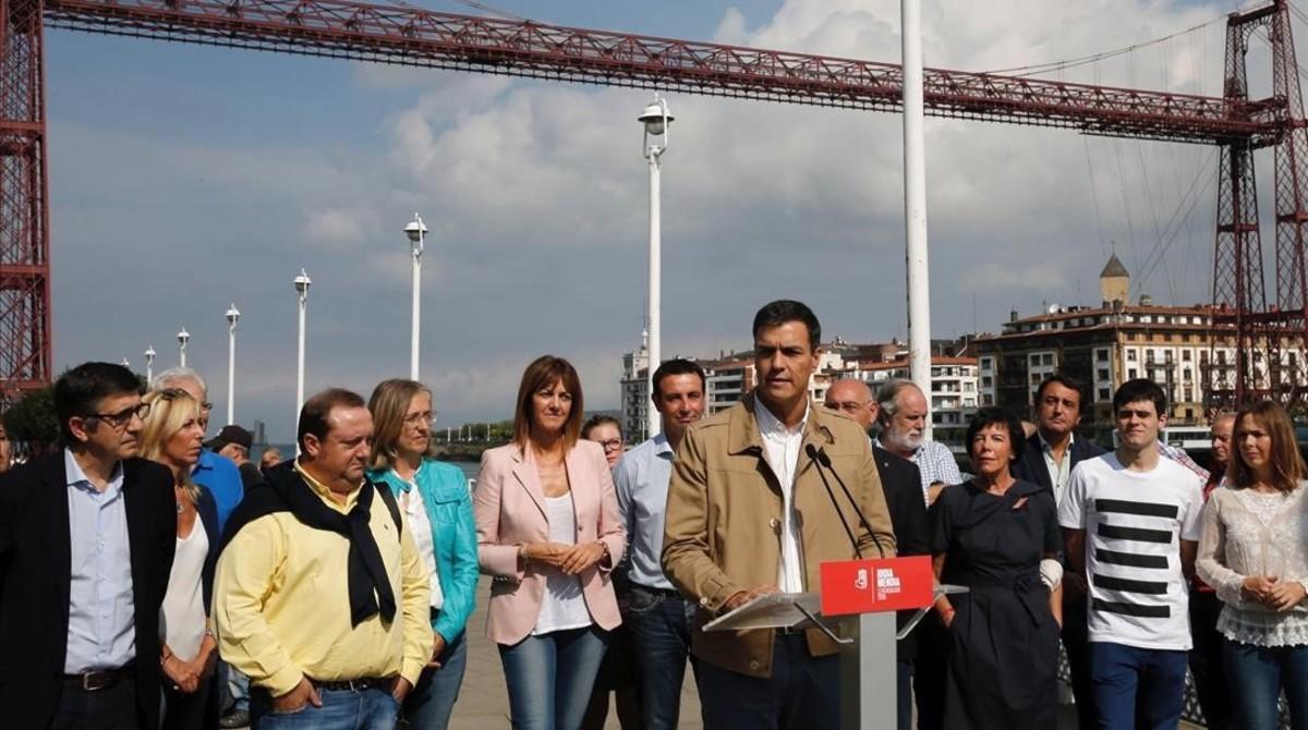 El secretario general del PSOE, Pedro Sánchez, durante un acto electoral este jueves en Portugalete.