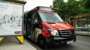 El autobús bajo demanda que da servicio en Torre Baró.