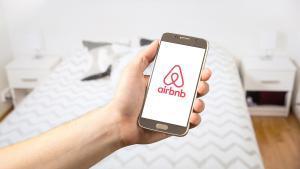 El TSJC avala 924 despidos de una subcontrata de Airbnb pese a la ley del 'prohibido despedir'