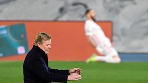 Koeman lamenta el 1-0 del Madrid marcado por Benzema en Valdebebas.