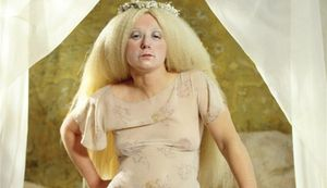 Cindy Sherman: els (grotescos) 'selfies' de la moda