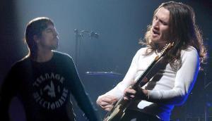 El guitarrista John Frusciantecon Red Hot Chilli Peppers en febrero del 2003