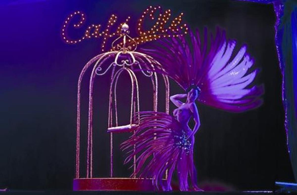 La artista estadounidense Dita Von Teese, la noche del sábado, durante su actuación en Eivissa.