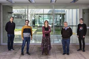 De izquierda a derecha, Enric Álvarez, Sergio Alonso, Clara Prats, Daniel López-Codina y Martí Català, miembros del Biocomsc.