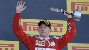 Kimi Raikkonen renueva con Ferrari