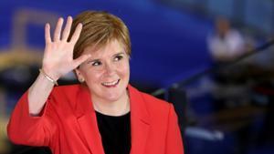 Sturgeon rebaixa les expectatives de majoria absoluta a Escòcia