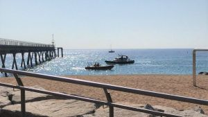Investiguen un objecte trobat al fons del mar a Badalona