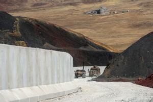 Una patrulla del Ejército turco vigila la frontera con Irán cerca de la ciudad de Van.