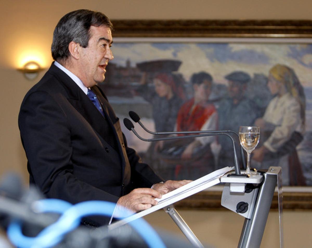 El presidente de Foro, Francisco Álvarez-Cascos, en la rueda de prensa tras las elecciones asturianas.