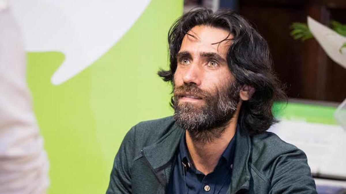 Behrouz Boochani, disidente kurdo que fue encarcelado en una isla-prisión por Australia.