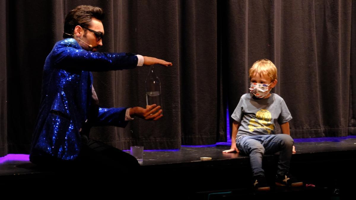 En el nuevo espectáculo del mago ni los niños están a salvo de sus bromas.