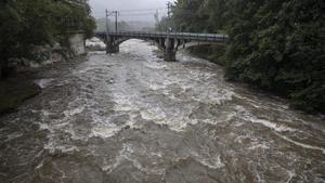 Les pluges amenacen de desbordar el Llobregat
