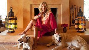 La modelo Isa Stoppi en su casa ibicenca posando para una entrevista para el 'Diario de Ibiza' en el 2017.