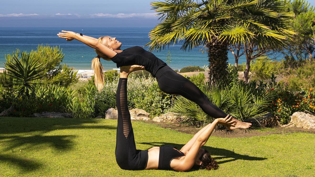 ¿Qué posturas de yoga pueden aliviar las piernas cansadas?