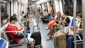 El 99% dels usuaris del metro porten posada la mascareta