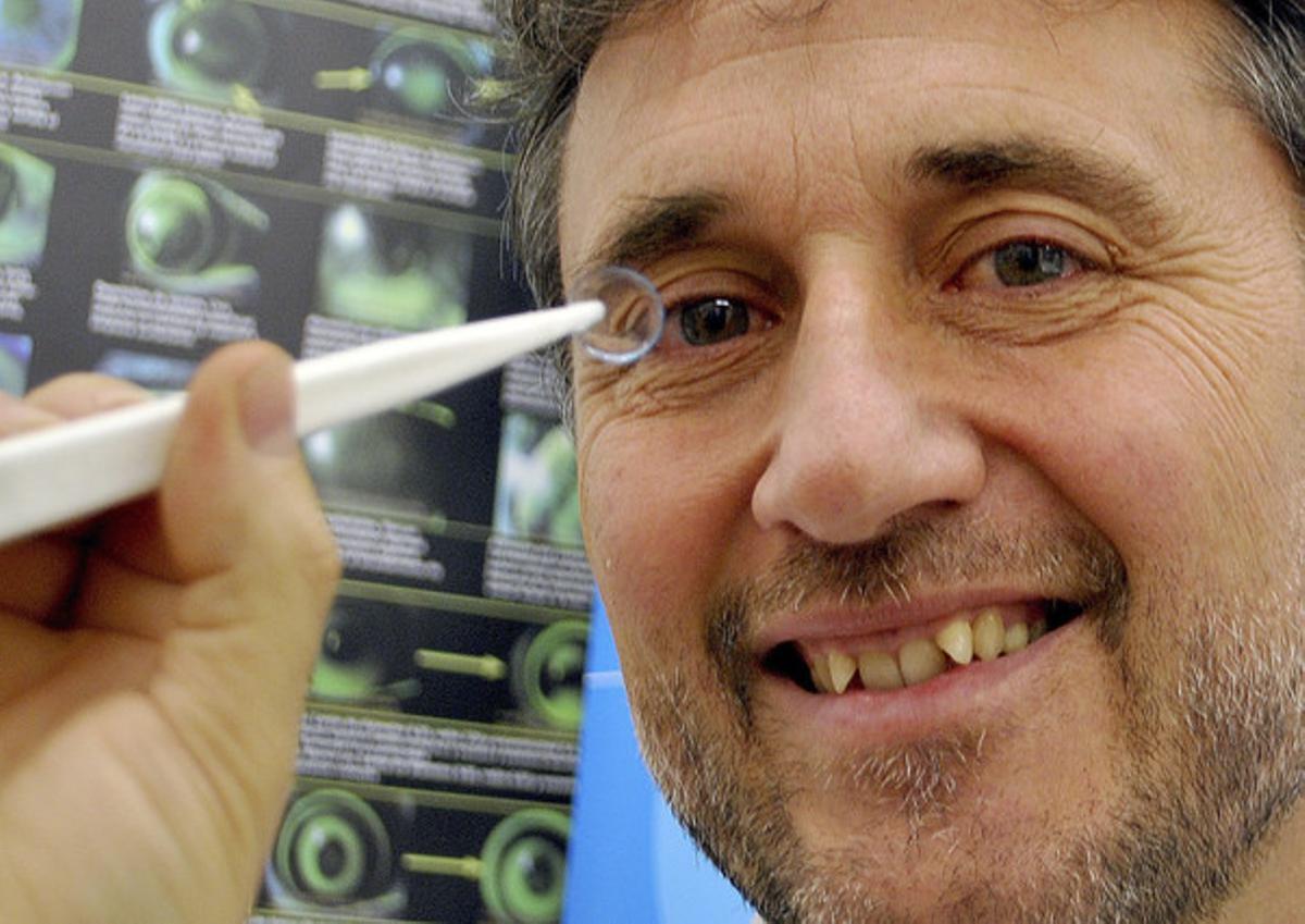 El investigador Jaume Pauné ha presentado una innovadora lente de contacto que frena la progresión de la miopía en un 43%.